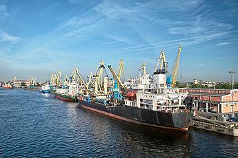Cargo_Ship_at_port-blue_sky_background
